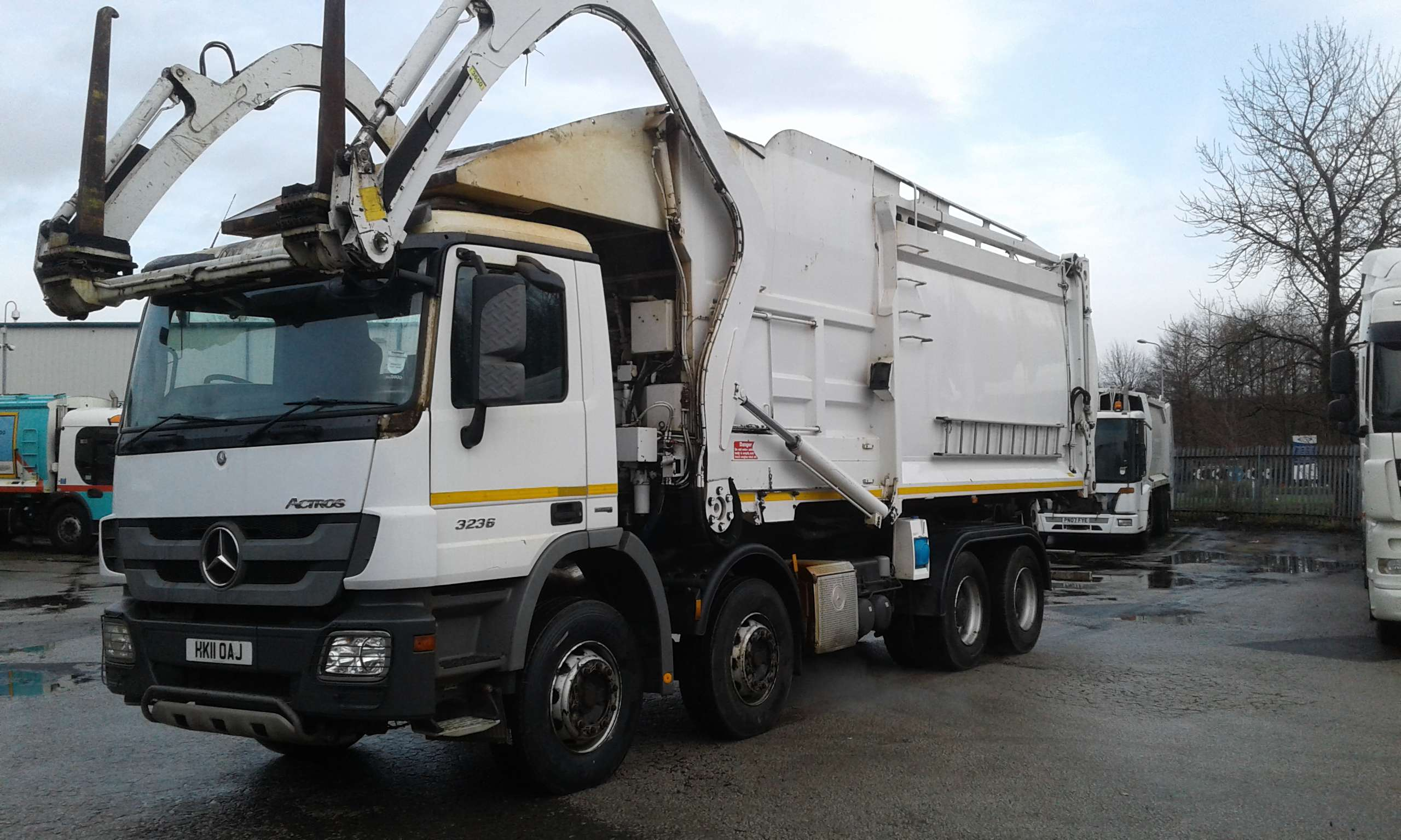 2011 Mercedes Actors 8x4 Front end loader for sale, Geesink-Norba body 2
