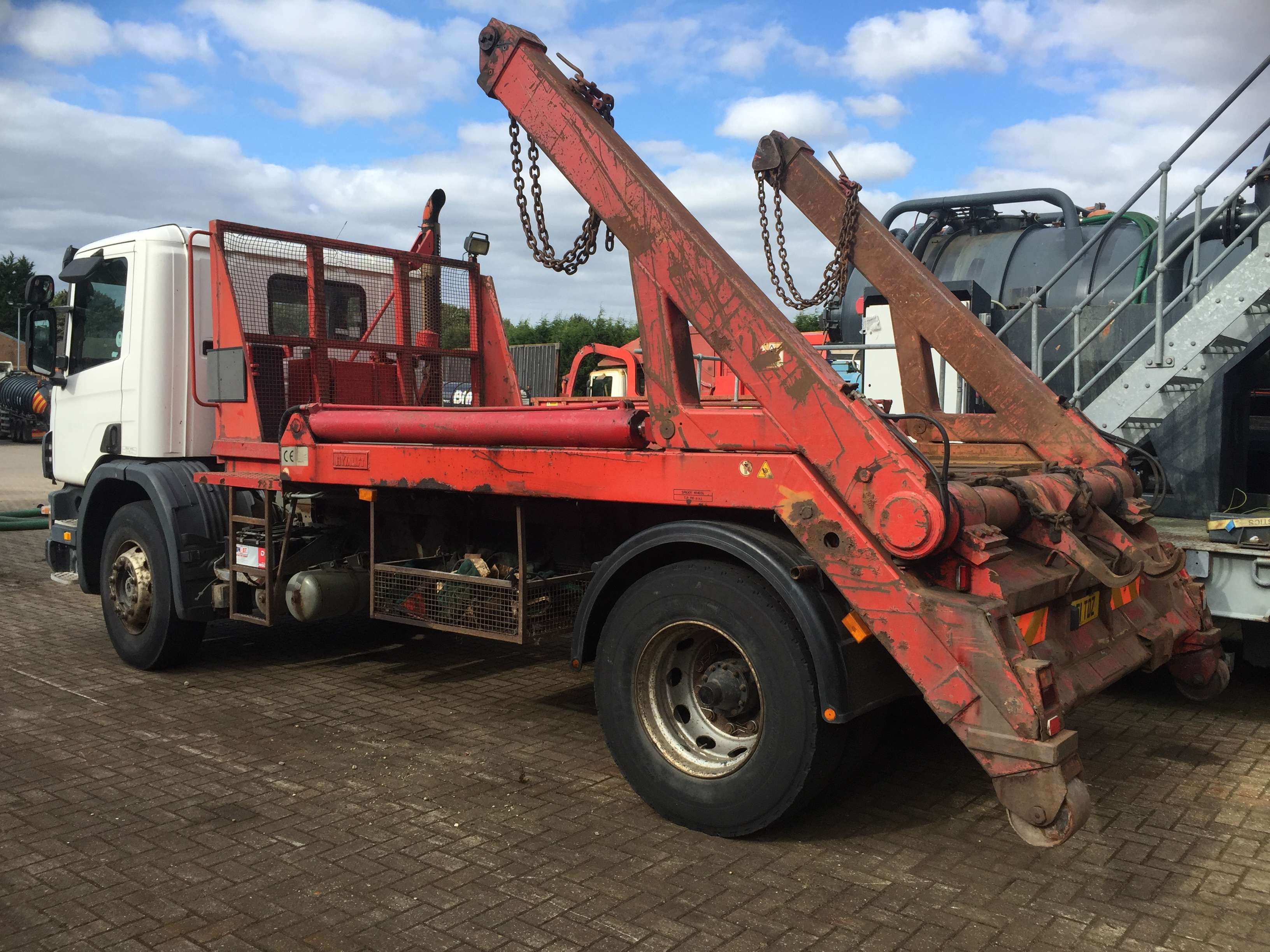 2001 Scania 94D 220 Hyvalift skip lorry for sale 2