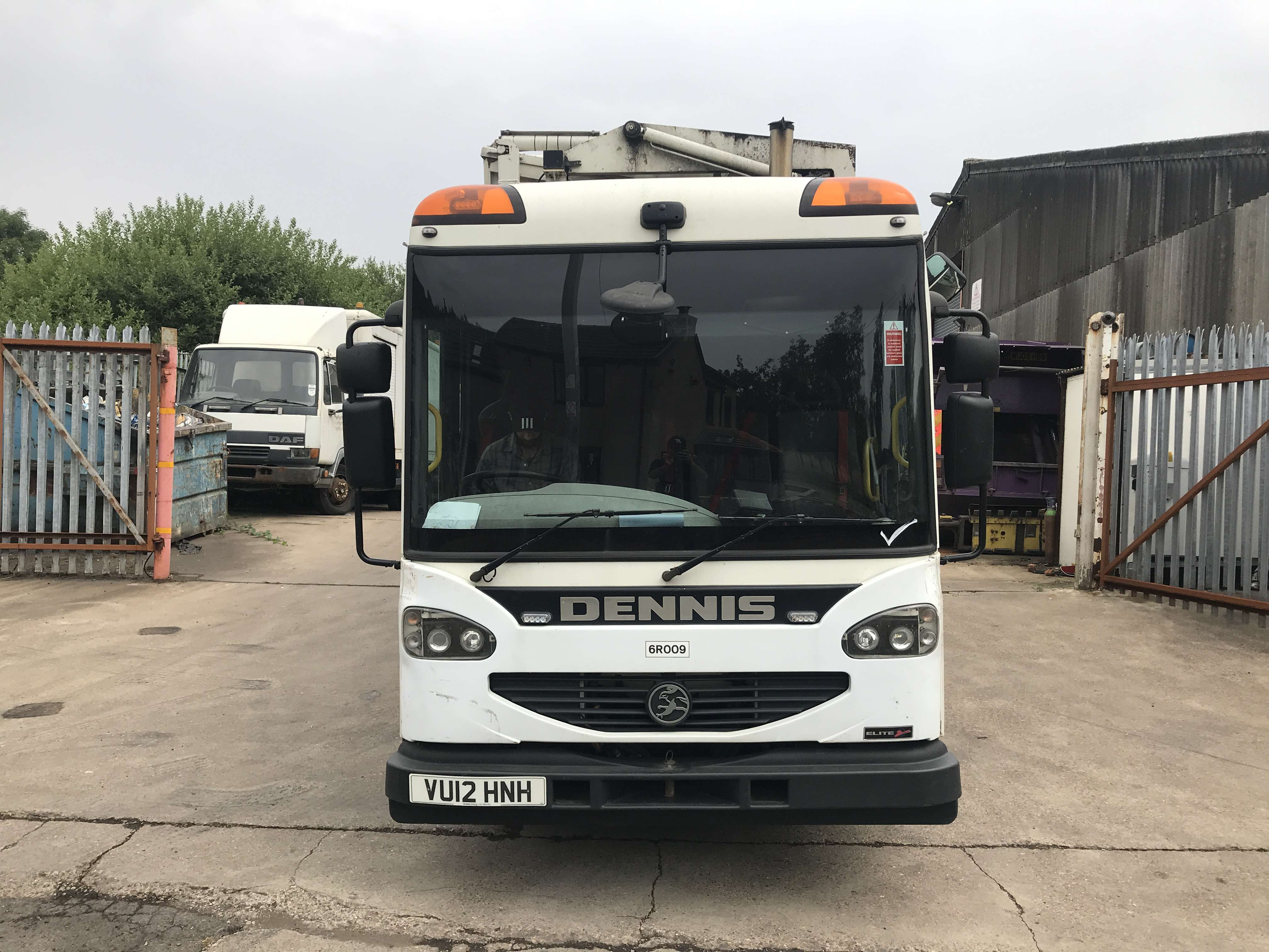 2012 Dennis Eagle kerbsider refuse truck for sale - Terberg Matec body with food pod 2