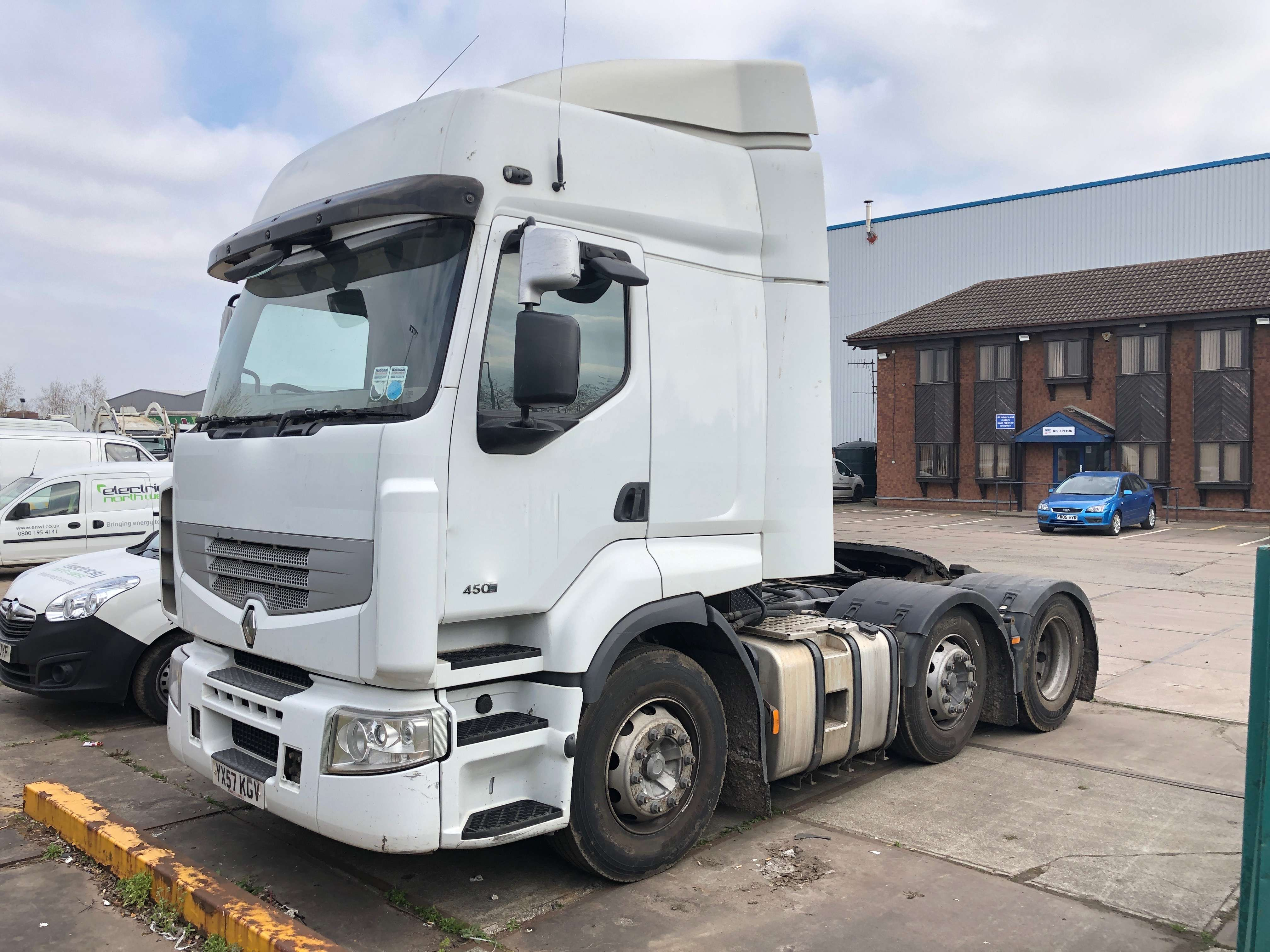 2008 Renault 6x2 tractor unit for sale 3