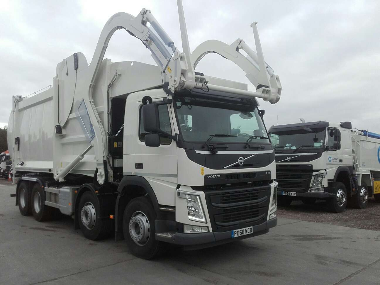 2018 Volvo FM 84 FR 8x4 front end loader for sale