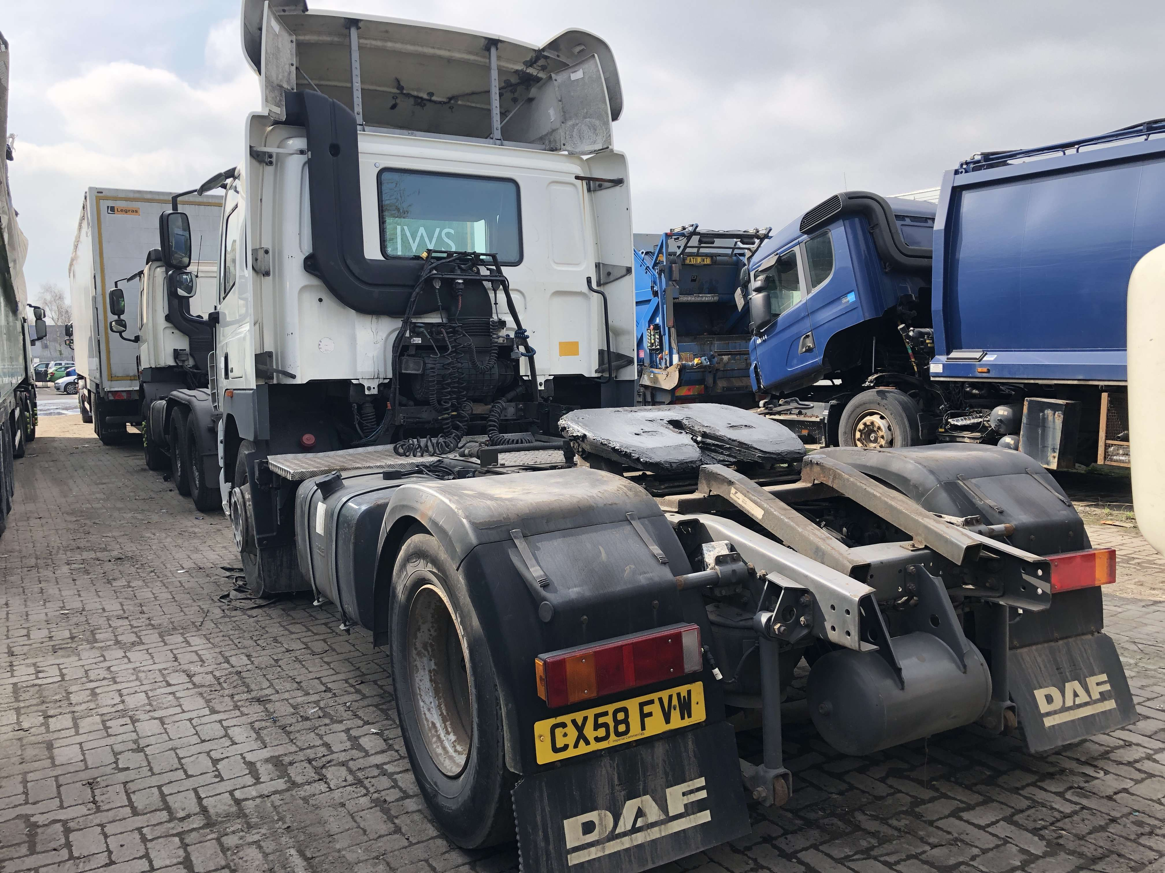 2009 DAF CF85.410 4x2 tractor unit for sale 2