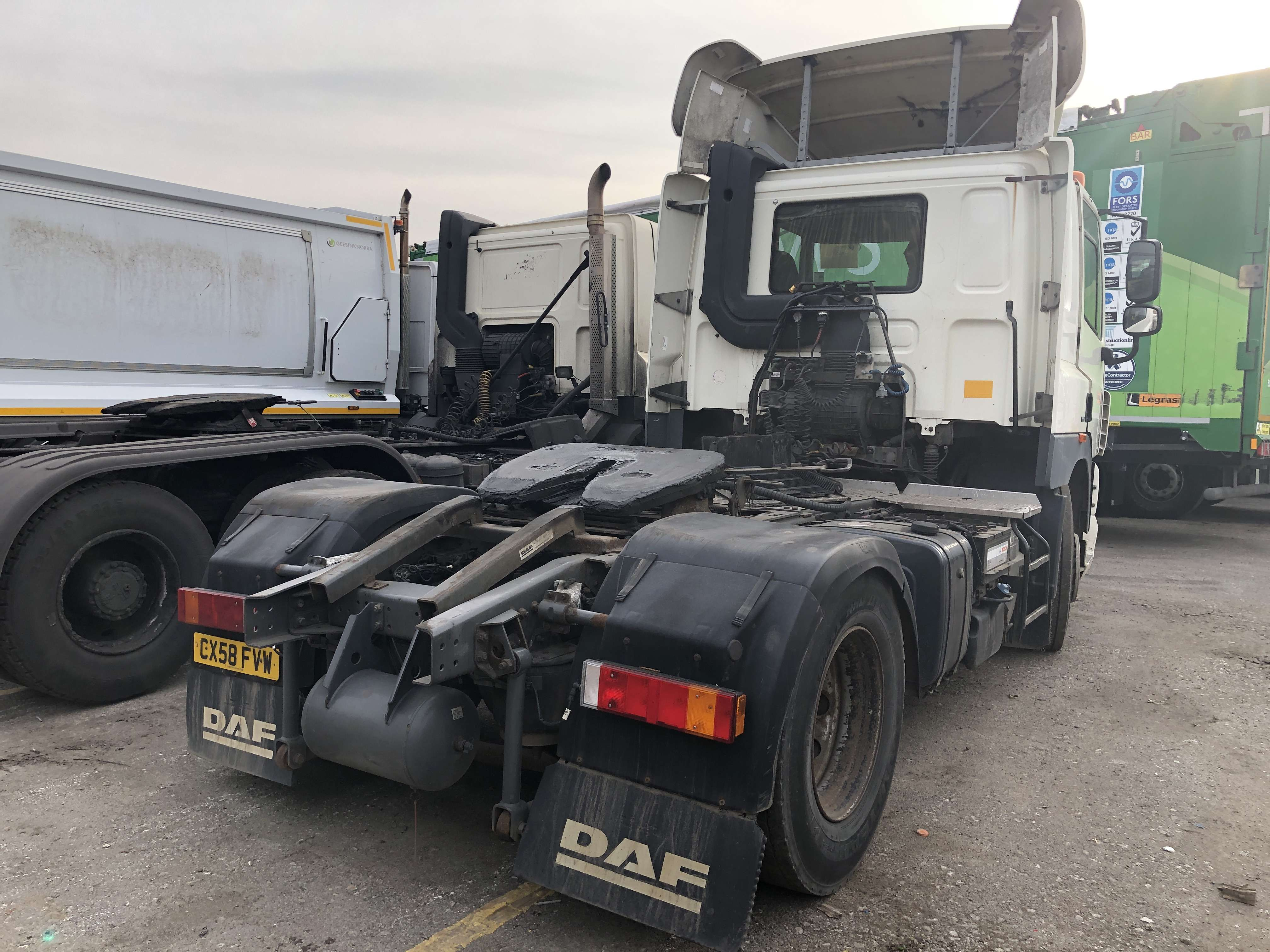 2009 DAF CF85.410 4x2 tractor unit for sale 5