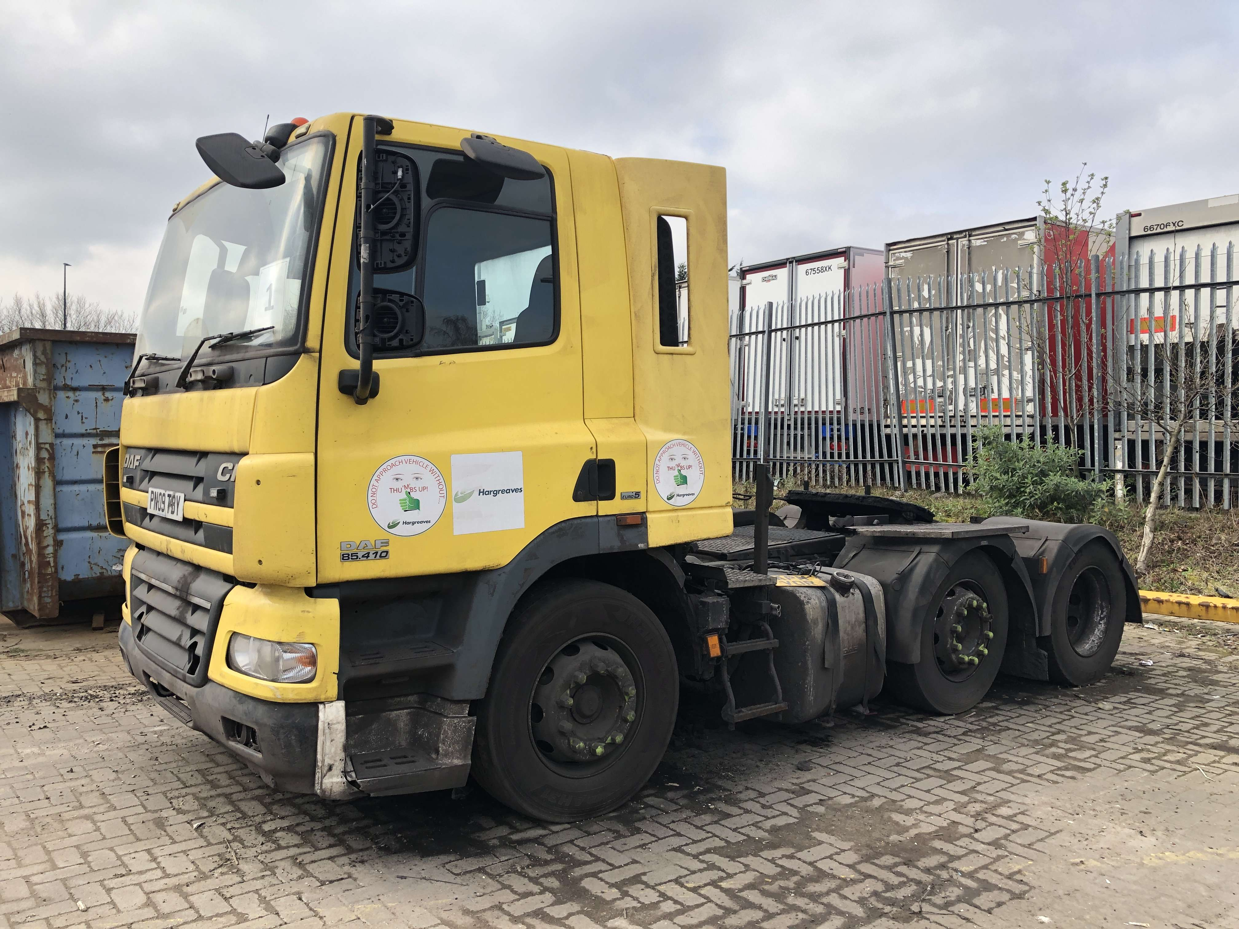 2009 DAF CF85.410 6x2 midlift tractor unit for sale