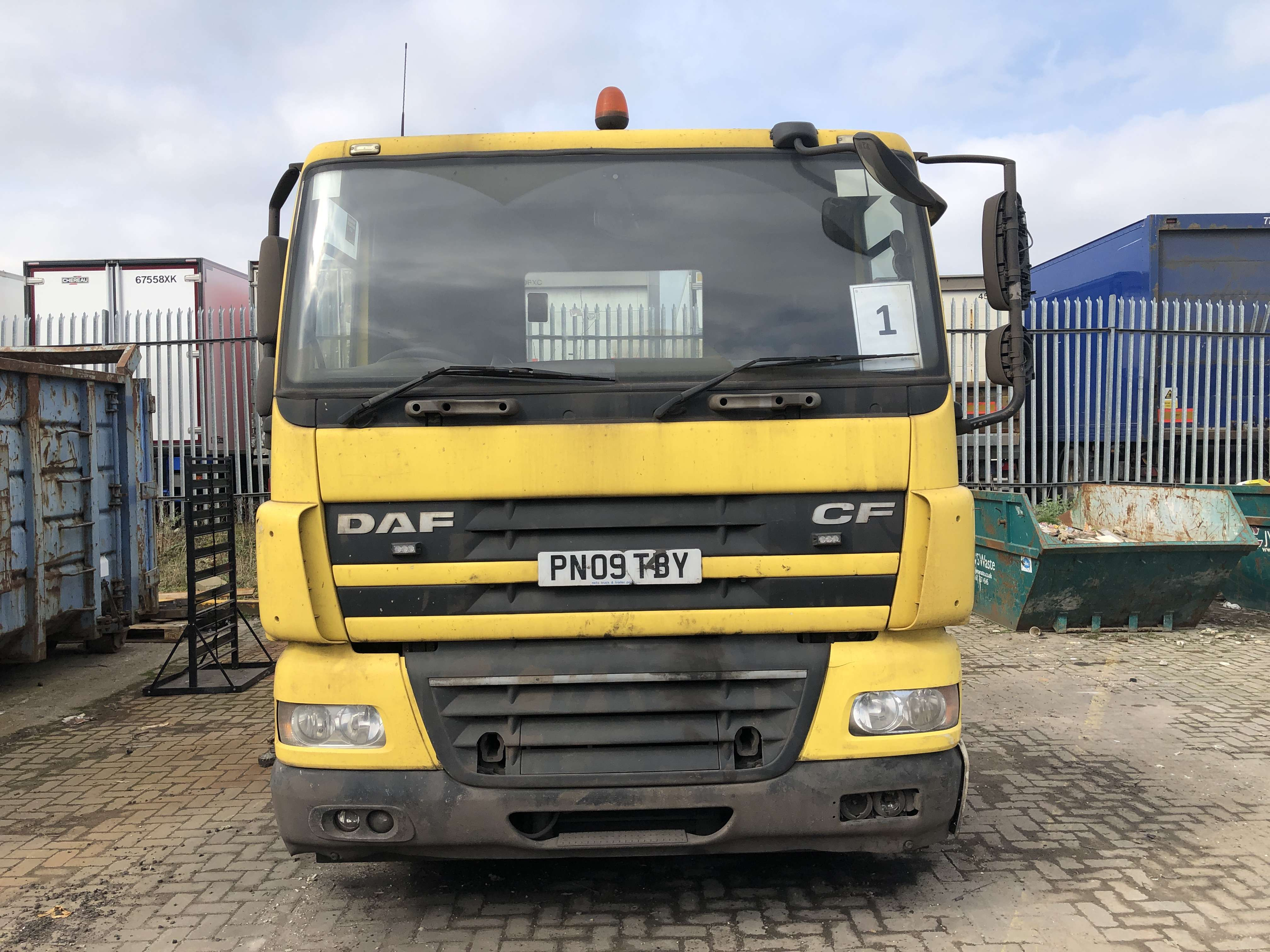 2009 DAF CF85.410 6x2 midlift tractor unit for sale 2