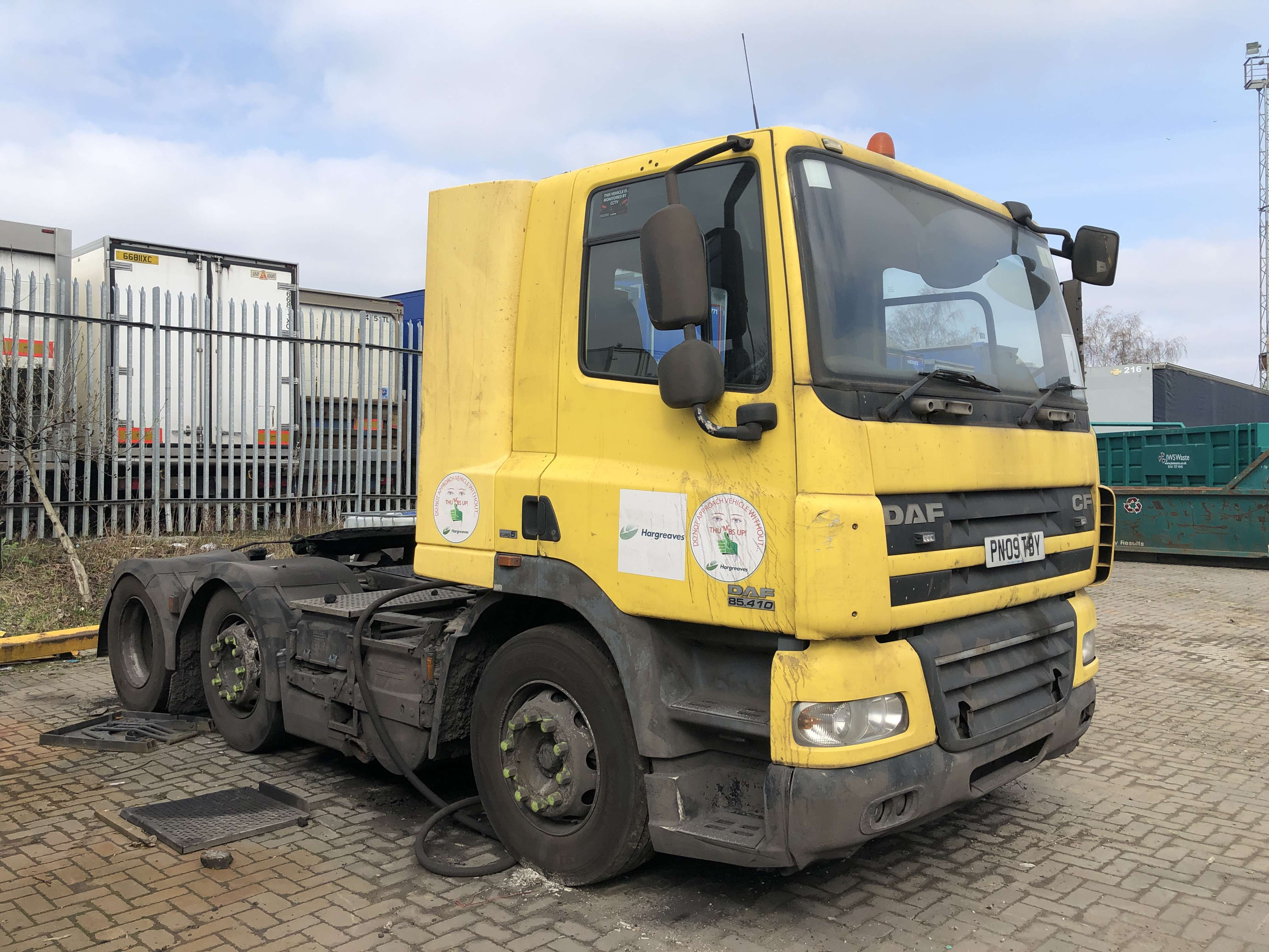 2009 DAF CF85.410 6x2 midlift tractor unit for sale 3