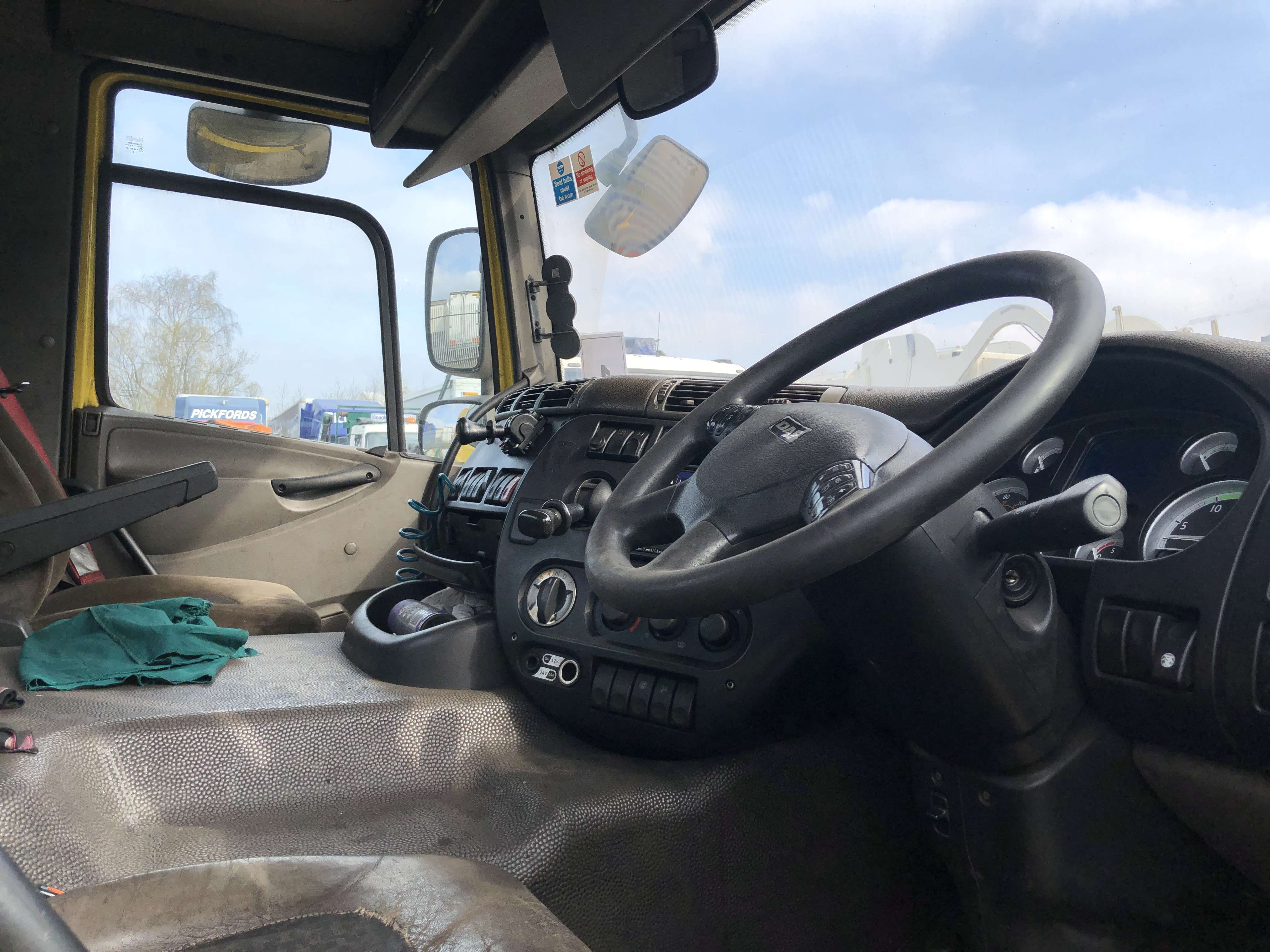 2009 DAF CF85.410 6x2 midlift tractor unit for sale 7