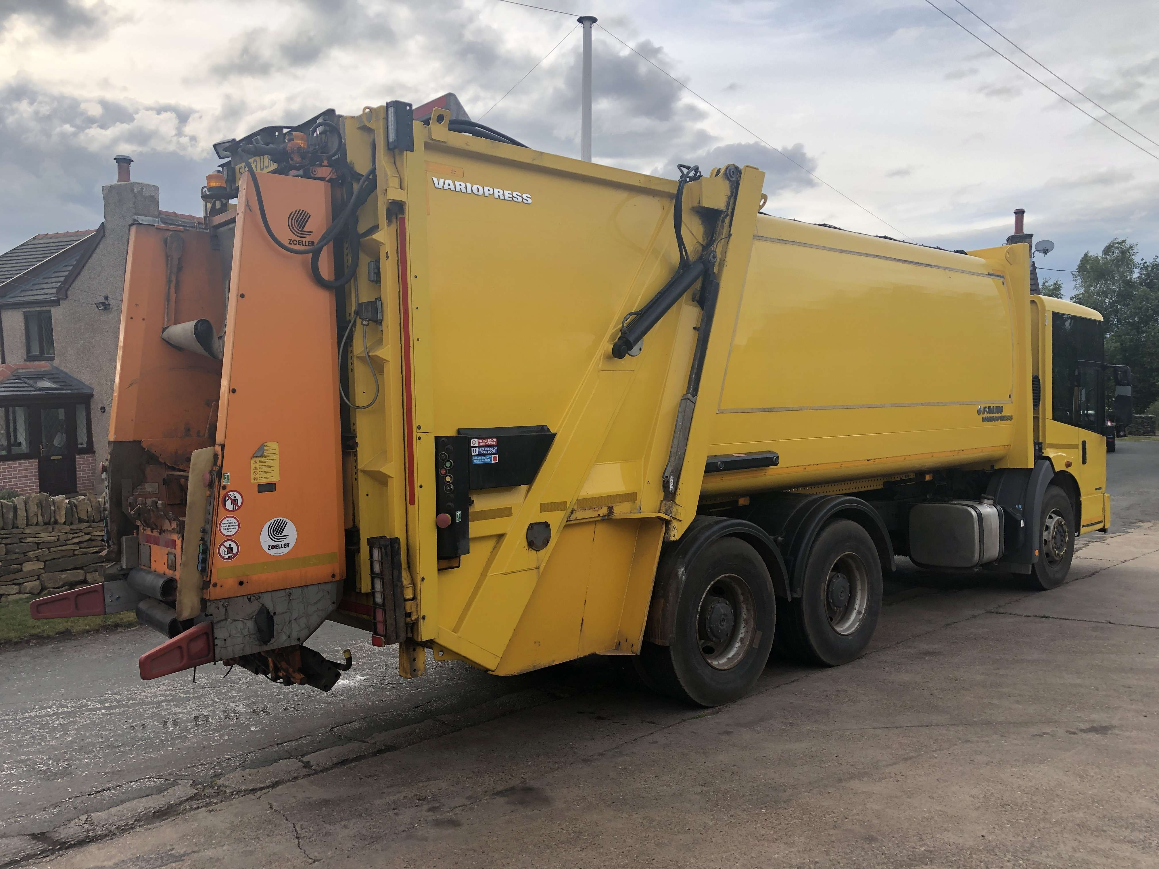 2013 Mercedes Econic refuse truck for sale 3